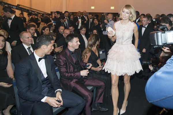 Ronaldo and Messi caught checking out Hot female footballer (photo)