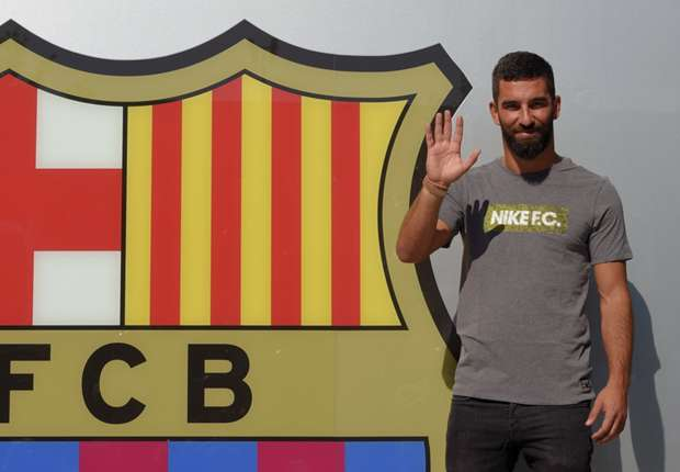 Chelsea and Manchester United target joins Barcelona for 41€ million