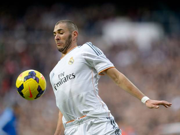 Benzema must hand in a transfer request in order to join Arsenal
