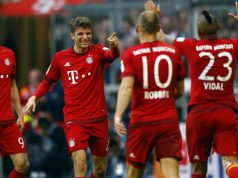 Lewandowski celebrates alongside Bayern team mates
