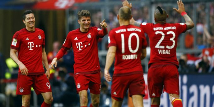 Lewandowski celebrates alongside Bayern team mates